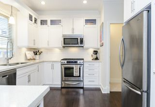 Photo 3: 1833 NAPIER STREET in Vancouver: Grandview VE House 1/2 Duplex for sale (Vancouver East)  : MLS®# R2043418