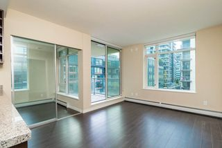 Photo 2: 567 108 W 1ST Avenue in Vancouver: False Creek Condo for sale (Vancouver West)  : MLS®# R2404596