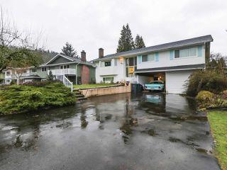 "Photo 3: 972 WELDON Court in Port Moody: Glenayre House for sale in ""Glenayre"" : MLS®# R2430655"