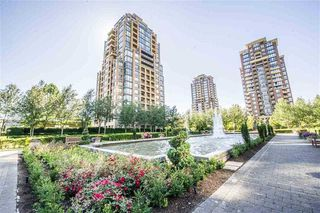 Photo 2: 303 7368 SANDBORNE Avenue in Burnaby: South Slope Condo for sale (Burnaby South)  : MLS®# R2475593