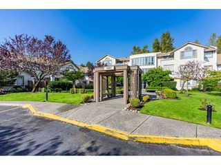 "Photo 3: 404 15991 THRIFT Avenue: White Rock Condo for sale in ""Arcadian"" (South Surrey White Rock)  : MLS®# R2505774"