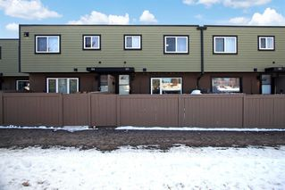 Main Photo: 123 3809 45 Street SW in Calgary: Glenbrook Row/Townhouse for sale : MLS®# A1056891