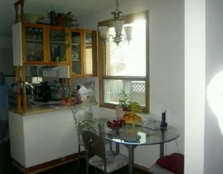 Photo 2: 827 BURROWS AV in WINNIPEG: Residential for sale (Canada)  : MLS®# 2912758