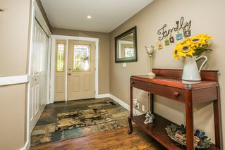 Photo 3: 11824 STEPHENS STREET in Maple Ridge: East Central House for sale : MLS®# R2103471