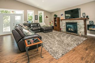 Photo 8: 11824 STEPHENS STREET in Maple Ridge: East Central House for sale : MLS®# R2103471