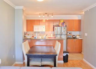 """Photo 5: 709 2733 CHANDLERY Place in Vancouver: South Marine Condo for sale in """"RIVER DANCE 1"""" (Vancouver East)  : MLS®# R2418512"""