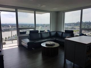 Photo 7: 2402 988 QUAYSIDE Drive in New Westminster: Quay Condo for sale : MLS®# R2454533