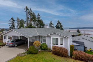 Photo 1: 396 Petroglyph Cres in : Na South Nanaimo Row/Townhouse for sale (Nanaimo)  : MLS®# 862172