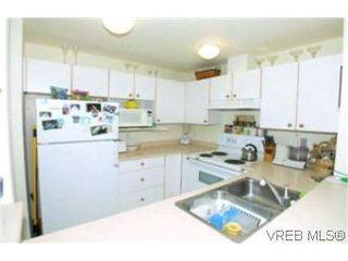 Photo 2: 205 971 McKenzie Ave in VICTORIA: SE Quadra Condo for sale (Saanich East)  : MLS®# 383024