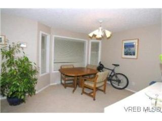 Photo 4: 205 971 McKenzie Ave in VICTORIA: SE Quadra Condo for sale (Saanich East)  : MLS®# 383024