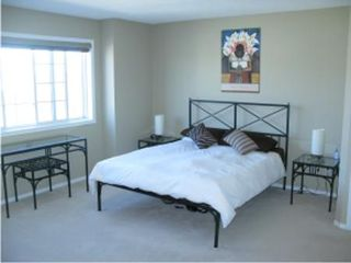Photo 8: Beautiful 3 BR Lakeview home!