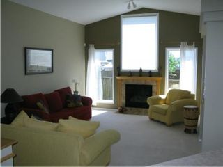 Photo 12: Beautiful 3 BR Lakeview home!