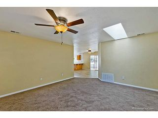 Photo 7: VISTA House for sale : 3 bedrooms : 585 E Bobier Drive