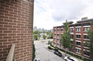 "Photo 16: 411 1919 WYLIE Street in Vancouver: False Creek Condo for sale in ""MAYNARDS BLOCK"" (Vancouver West)  : MLS®# R2404221"