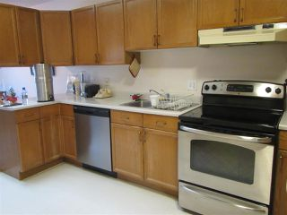 Photo 5: 911 YOUVILLE Drive W in Edmonton: Zone 29 House Half Duplex for sale : MLS®# E4177675