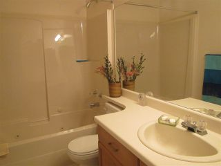 Photo 12: 911 YOUVILLE Drive W in Edmonton: Zone 29 House Half Duplex for sale : MLS®# E4177675