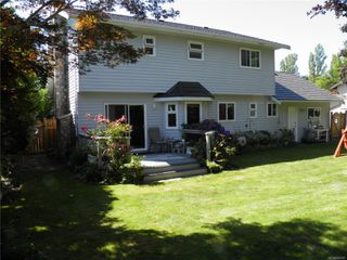 Photo 3: 1504 Comox Ave in : CV Comox (Town of) House for sale (Comox Valley)  : MLS®# 850587