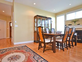Photo 5: 359 Kinver St in VICTORIA: Es Saxe Point Half Duplex for sale (Esquimalt)  : MLS®# 598554