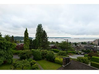 Photo 2: 1091 ESQUIMALT Avenue in West Vancouver: Sentinel Hill House for sale : MLS®# V1015059