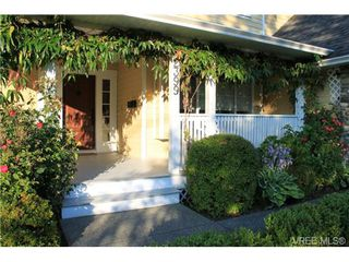 Photo 2: 2399 Selwyn Rd in VICTORIA: La Thetis Heights House for sale (Langford)  : MLS®# 678093