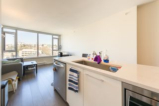"Photo 8: 1404 668 COLUMBIA Street in New Westminster: Quay Condo for sale in ""TRAPP + HOLBROOK"" : MLS®# R2447017"