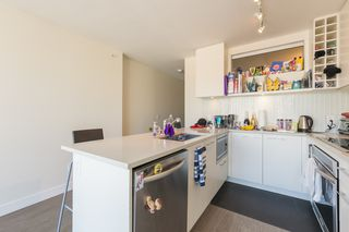 """Photo 7: 1404 668 COLUMBIA Street in New Westminster: Quay Condo for sale in """"TRAPP + HOLBROOK"""" : MLS®# R2447017"""