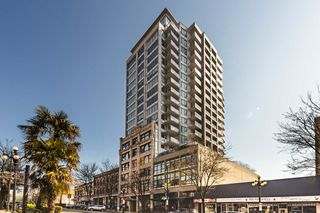 "Photo 1: 1404 668 COLUMBIA Street in New Westminster: Quay Condo for sale in ""TRAPP + HOLBROOK"" : MLS®# R2447017"