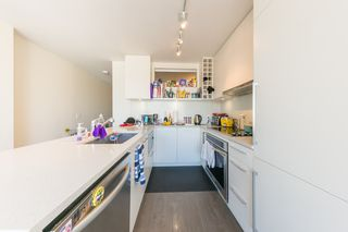 "Photo 5: 1404 668 COLUMBIA Street in New Westminster: Quay Condo for sale in ""TRAPP + HOLBROOK"" : MLS®# R2447017"