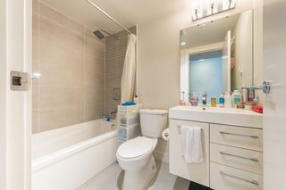 "Photo 14: 1404 668 COLUMBIA Street in New Westminster: Quay Condo for sale in ""TRAPP + HOLBROOK"" : MLS®# R2447017"