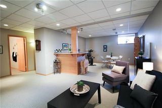 Photo 13: 83 Burke Bay in Winnipeg: Royalwood Residential for sale (2J)  : MLS®# 202009870