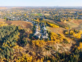 Photo 4: 136 Woodacres Drive SW in Calgary: Woodbine Detached for sale : MLS®# A1045997