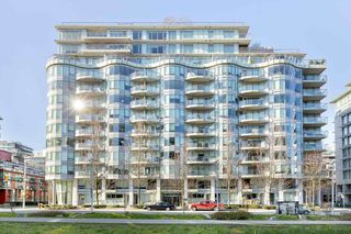 "Main Photo: 605 1661 ONTARIO Street in Vancouver: False Creek Condo for sale in ""SAILS"" (Vancouver West)  : MLS®# R2532138"