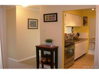 Photo 2:  in VICTORIA: Vi Hillside Condo for sale (Victoria)  : MLS®# 446267
