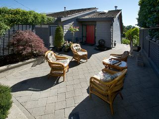 "Photo 2: 1420 VIEW Crescent in Tsawwassen: Beach Grove House for sale in ""VILLAGE GREENS"" : MLS®# V1074121"