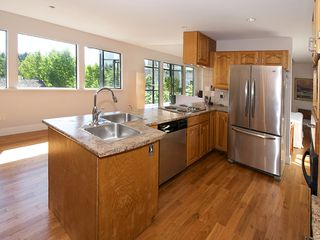 "Photo 11: 1420 VIEW Crescent in Tsawwassen: Beach Grove House for sale in ""VILLAGE GREENS"" : MLS®# V1074121"
