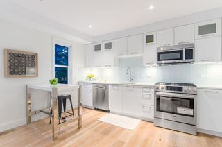 Photo 4: 1080 Nicola Street in Vancouver: West End VW Townhouse for sale (Vancouver West)
