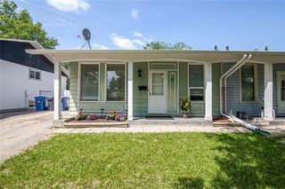 Photo 2: 27 Costello Drive in Winnipeg: Crestview Residential for sale (5H)  : MLS®# 202013357