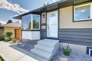 Photo 2: 2439 42 Street in Calgary: Forest Lawn Detached for sale : MLS®# A1022830