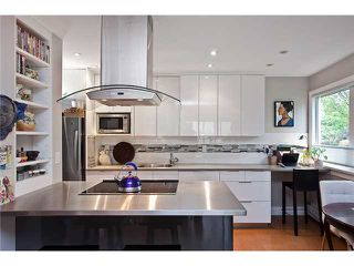 """Main Photo: 207 1484 CHARLES Street in Vancouver: Grandview VE Condo for sale in """"Landmark Arms - Commerical Drive"""" (Vancouver East)  : MLS®# V947026"""