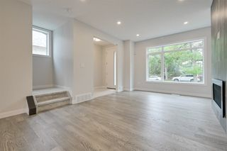 Photo 5: 10223 80 Street in Edmonton: Zone 19 House Half Duplex for sale : MLS®# E4169289