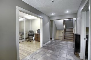 Photo 3: 10716 Fairmount Drive SE in Calgary: Willow Park Detached for sale : MLS®# C4295794