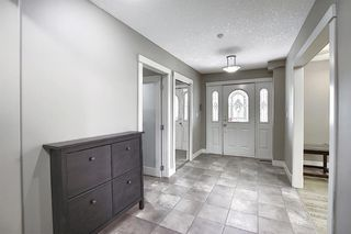 Photo 2: 10716 Fairmount Drive SE in Calgary: Willow Park Detached for sale : MLS®# C4295794