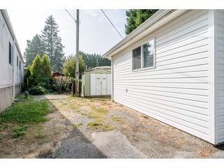 "Photo 3: 20 24330 FRASER Highway in Langley: Otter District Manufactured Home for sale in ""Langley Grove Estates"" : MLS®# R2497315"