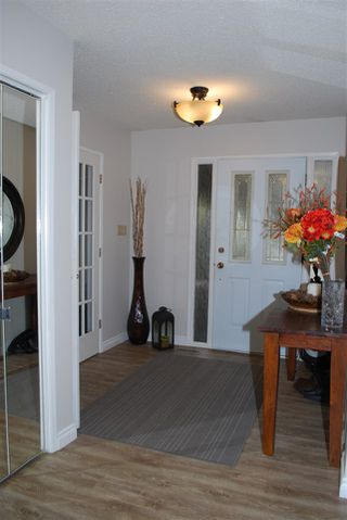 Photo 2: 11220 24 Avenue in Edmonton: Zone 16 House for sale : MLS®# E4218202