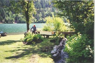 Photo 4: LAKE FRONT PROPERTY
