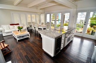Photo 3: 4 1301 Johnston Street in Vancouver: False Creek Condo for sale (Vancouver West)
