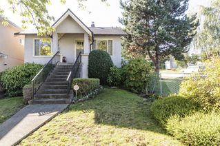 Photo 2: 2504 E 28TH AVENUE in Vancouver: Collingwood VE House for sale (Vancouver East)  : MLS®# R2111921