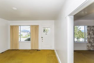 Photo 3: 2504 E 28TH AVENUE in Vancouver: Collingwood VE House for sale (Vancouver East)  : MLS®# R2111921