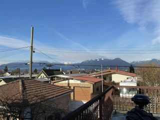 Photo 11: 2989 GRAVELEY Street in Vancouver: Renfrew VE House for sale (Vancouver East)  : MLS®# R2435602