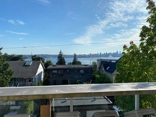 "Main Photo: 305 245 ST. DAVIDS Avenue in North Vancouver: Lower Lonsdale Condo for sale in ""Belle Arbour"" : MLS®# R2478593"